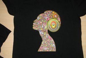 Zwart t-shirt printvoorbeeld door A2 t-shirt printer WER-D4880T